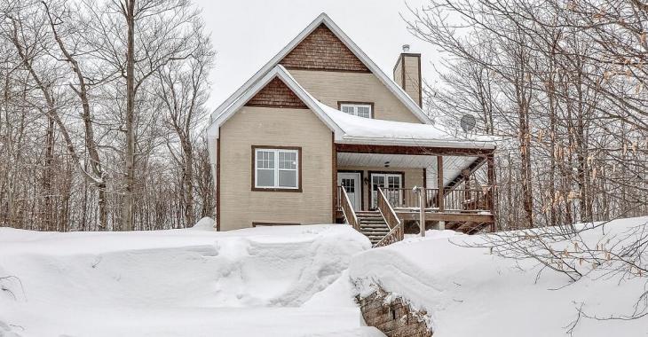 Chaleureuse et lumineuse, cette maison sise au bout d'une route paisible constitue le refuge idéal pour votre famille