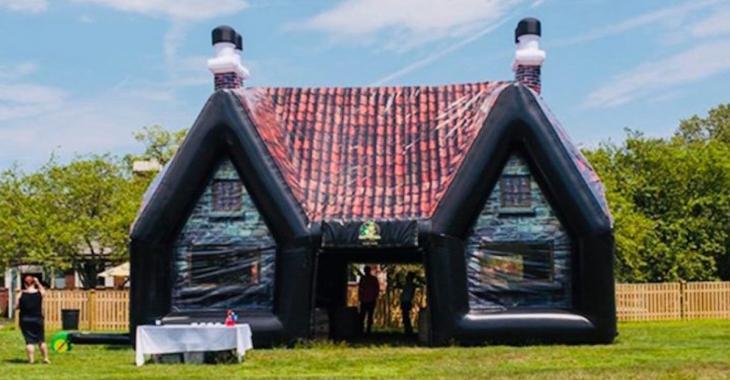 Que diriez-vous d'avoir un pub irlandais gonflable dans votre cour?