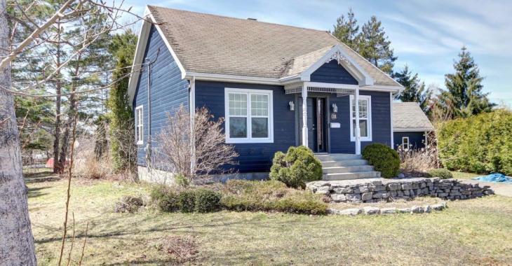 Le parfait cottage existe et il vous enchantera avec ses pièces lumineuses, son ravissant décor et ses nombreux atouts