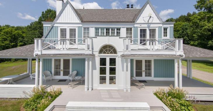 Voyez à quoi ressemble l'intérieur d'une résidence au bord du lac Memphrémagog se vendant 14,5 millions $