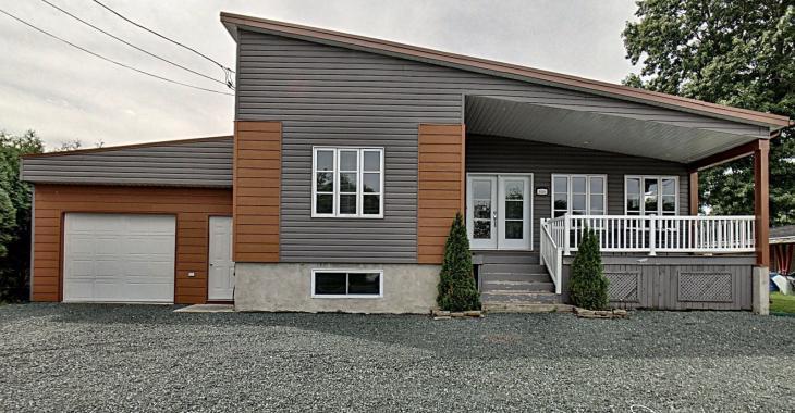 Cette maison de 212 000 $ vous propose 4 belles grandes chambres à coucher et 2 salles de bain contemporaines