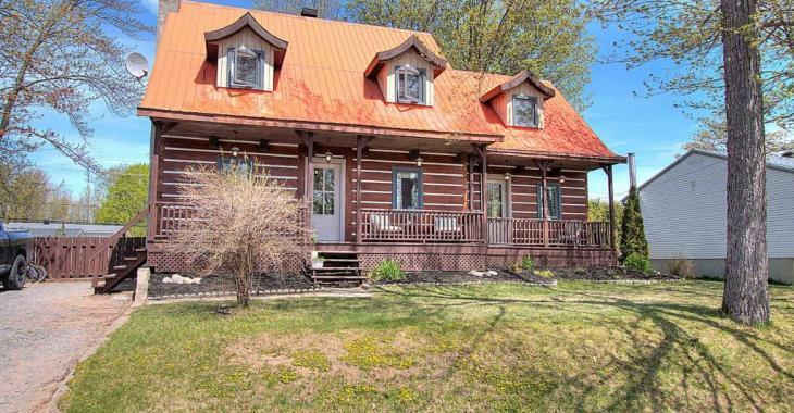 À vendre à moins de 215 000$, cette maison canadienne de 4 chambres au cachet sublime fera le bonheur d'une famille