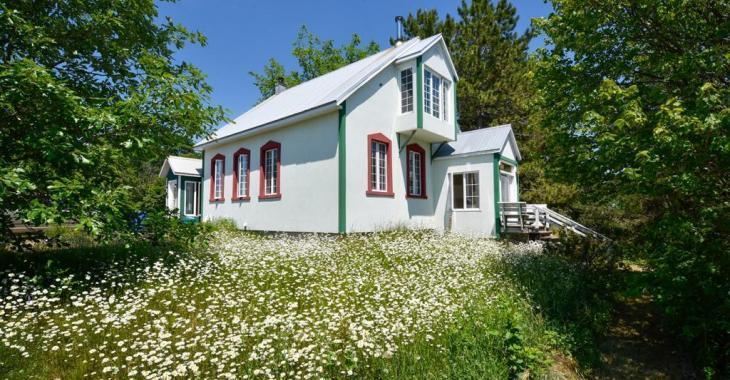 Une perle rare! Ancienne école de rang de 1900 transformée en ravissante maison de 3 chambres et 3 salles de bain