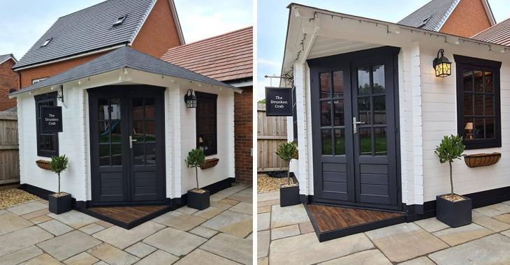 Pendant le confinement, ce couple a fait construire un petit bar dans son jardin et l'intérieur est sublime!