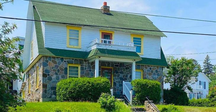 Seulement 85 000$! Cottage de 3 chambres avec vue sur le fleuve ayant conservé son ravissant cachet des années 40