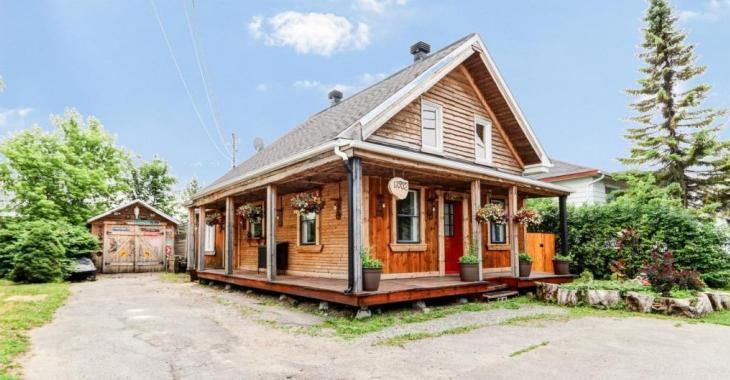 Métamorphosée par un artiste, cette maison coup de coeur est encore plus belle à l'intérieur qu'à l'extérieur