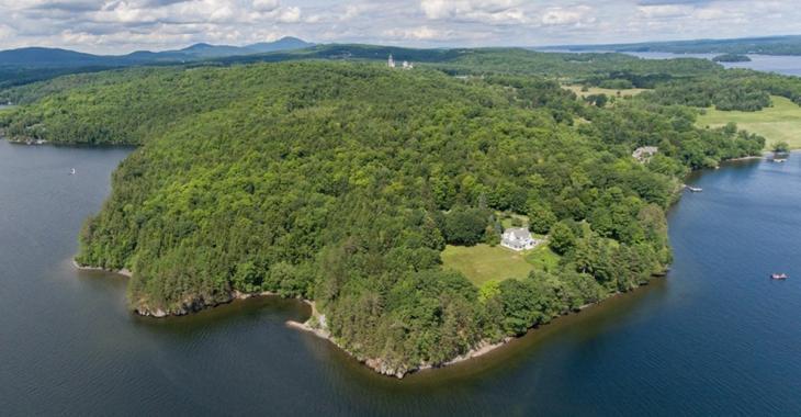 Vente historique d'une propriété à 13,7M$ au lac Memphrémagog