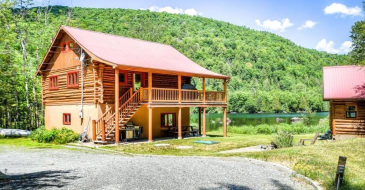 Libres rapidement! Chalet en bois rond et mini-maison d'invités nichés dans un secteur idyllique des Laurentides
