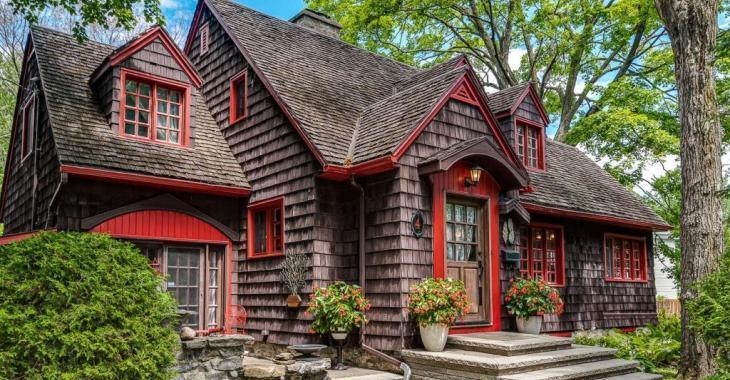 Étonnante maison de 1937 du Vieux Sainte-Rose à Laval qui semble tout droit sortie d'un conte de fées