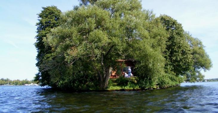 Laissez-vous charmer par cette maisonnette sur une île déserte vendue meublée pour 150 000$