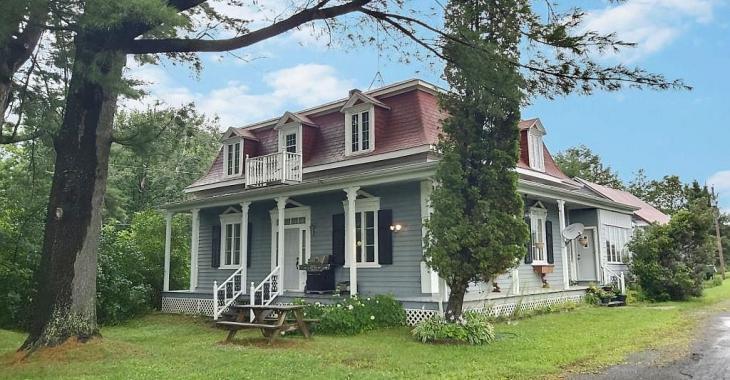Vente de succession! Spacieux cottage ancien de 6 chambres se vendant 72800$ sous l'évaluation
