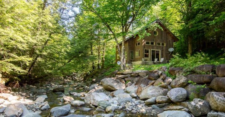 Amoureux de la nature, découvrez ce petit coin de paradis situé au bord d'un ruisseau