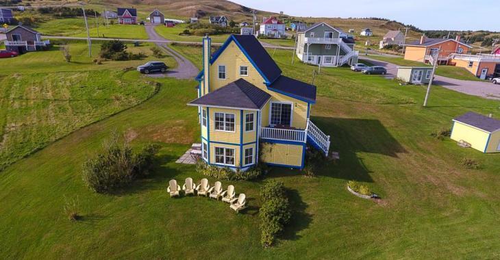 Laissez-vous charmer par cette ravissante maison située aux Îles-de-la-Madeleine