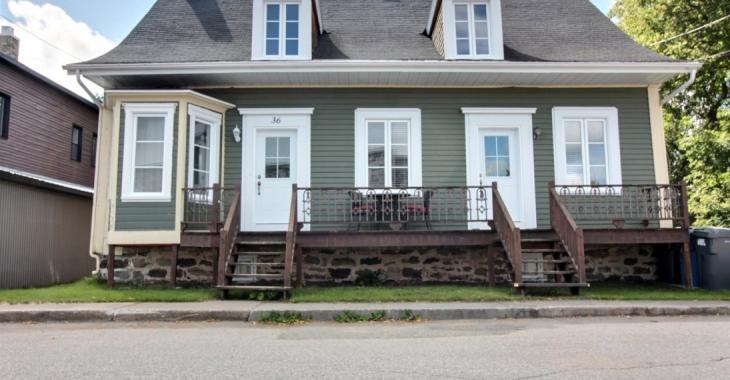 Cette charmante maison ancestrale de 1860 possède 5 chambres à coucher et se vend pour 116 000 $