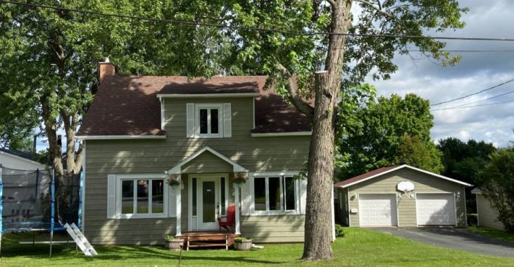 Sympathique maison de 3 chambres à coucher et 2 salles de bain à vendre pour 144 900 $