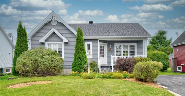 Nouvelle sur le marché! Cette maison de 239 900 $ pourrait bien vous charmer avec son intérieur soigné