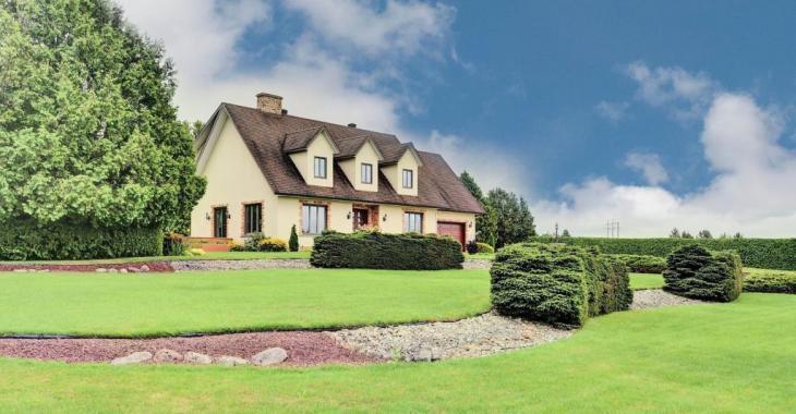 Spacieuse résidence à vendre pour moins de 220 000$ avec des éléments inusités dans plusieurs pièces