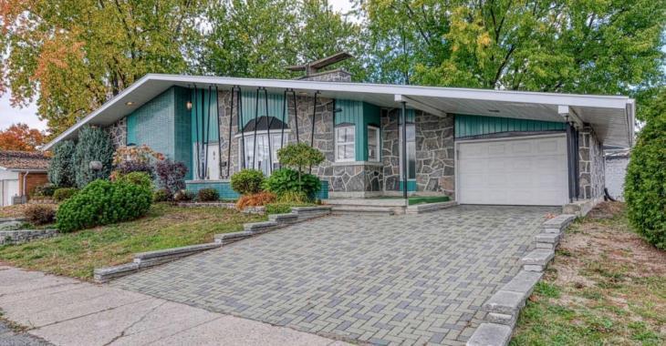 Rétro à souhait, ce bungalow habité par la même famille depuis sa construction se vend 169 000 $