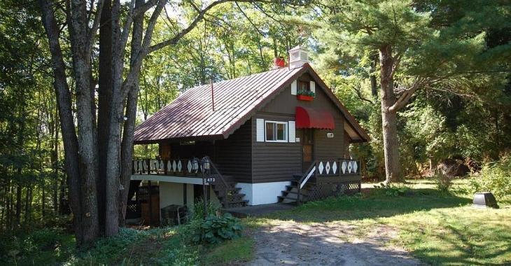 Pour moins de 183 000$, procurez-vous cette maison-chalet suisse sans voisins à l'arrière et avec vue sur les montagnes