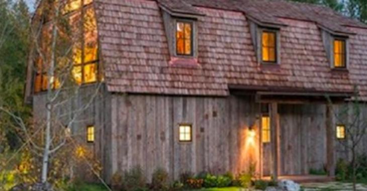 Un couple métamorphose sa grange en superbe maison d'invités