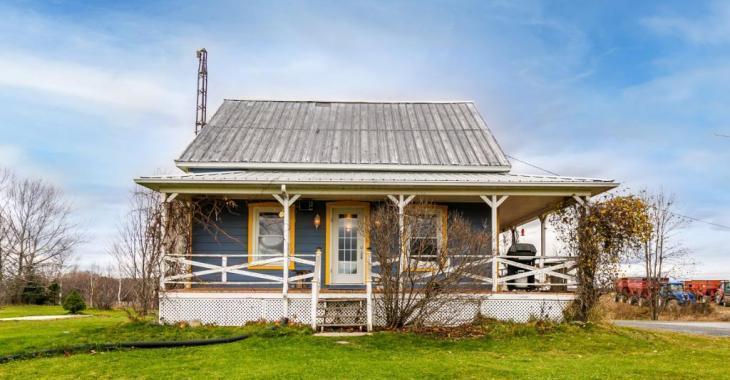 La coquette maison champêtre dont vous rêvez est à vendre pour 209 000 $ et elle se trouve à moins d'1h de Montréal