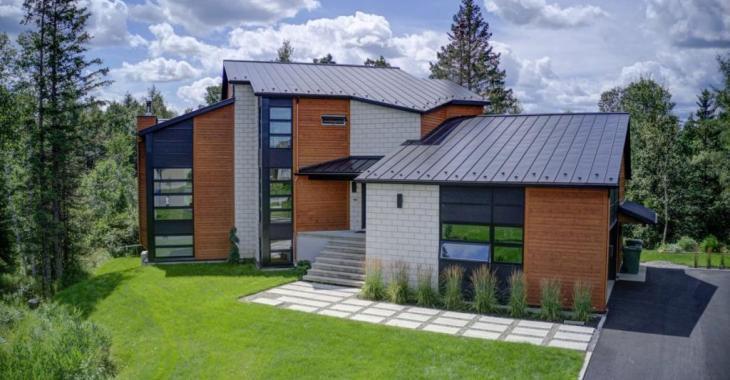 Des pièces vastes et lumineuses, 5 chambres, un voisinage paisible, une piscine... Voici la maison familiale par excellence!