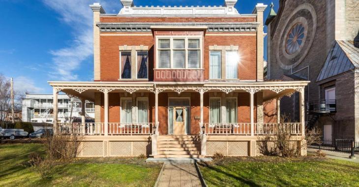 Un presbytère construit en 1912 entièrement transformé en adorable maison unifamiliale de 299 500$!