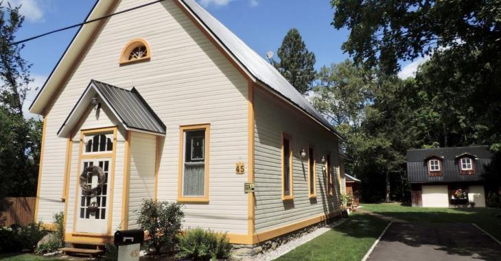 Voici votre chance d'habiter une jolie petite église transformée à vendre pour 289 000 $