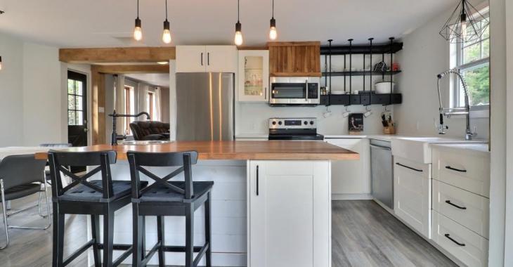 Une cuisine branchée, un intérieur contemporain; vous n'aurez qu'à emménager dans cette jolie maison de 252 500 $
