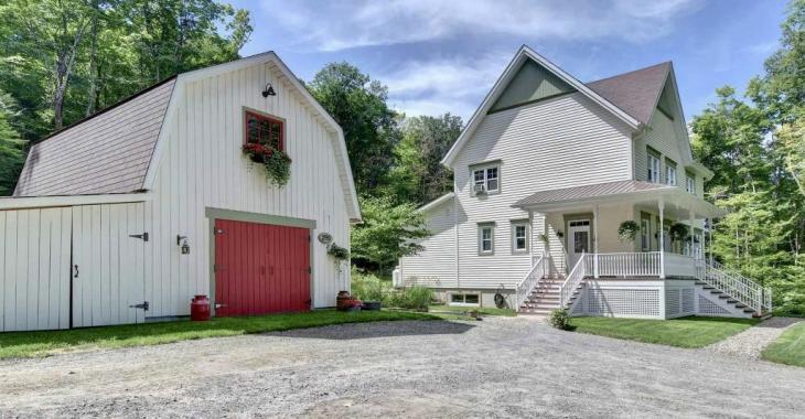 Vous vous sentirez comme chez vous en entrant dans cette chaleureuse demeure de Mont-Tremblant; une résidence qui vaut le détour