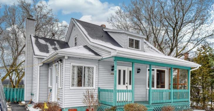 Première fois sur le marché depuis 1945! Charmante maison sur le bord de l'eau pour 225 000$!