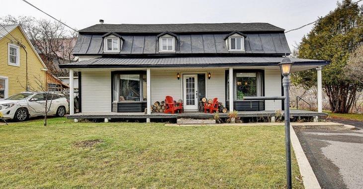 Seulement 199 900$ pour cette maison centenaire avec accès à la rivière l'Assomption à 90 minutes de Montréal!