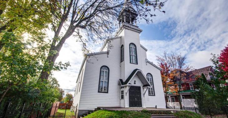Impressionnante transformation d'une église en résidence privée!