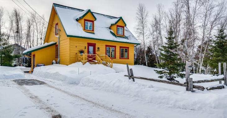 La sérénité est au rendez-vous dans cette sympathique résidence de 3 chambres logée dans un secteur boisé aux nombreux attraits