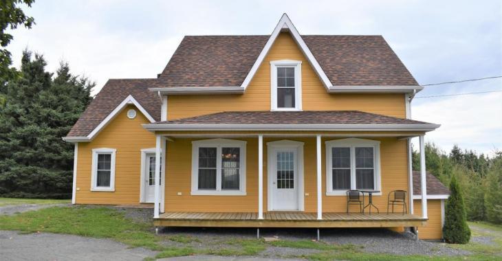 Un terrain de 47 401 pi², une impressionnante cuisine, un intérieur chaleureux; cette maison d'époque de 149 000 $ vous offre tout ça et plus encore