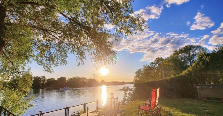 Superbe propriété située en bordure du Mont Saint-Hilaire vous offrant une vue imprenable sur la rivière Richelieu