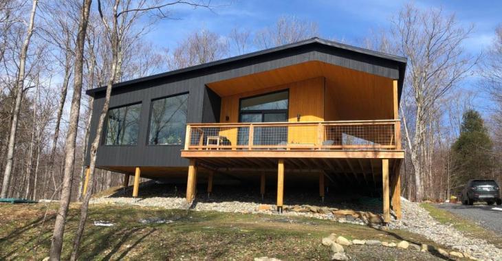 Superbe demeure contemporaine de 2020 nichée dans un environnement naturel zen à vendre avec plusieurs inclusions