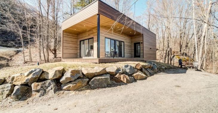 Épurée, tout confort, meublée, cette maison-loft aux mille et une qualités vous offre un style de vie à part... en pleine nature!