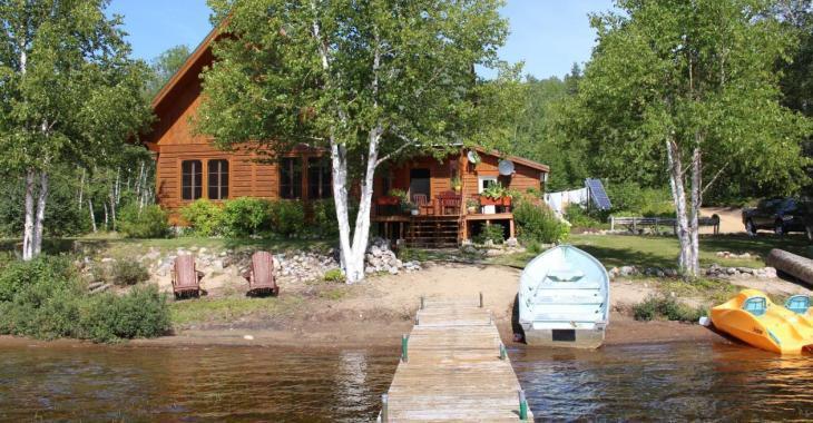 Vivez en bordure d'un lac et entouré de nature dans ce petit coin de paradis