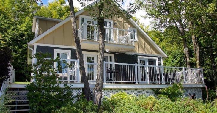 Nouvelle propriété sur le marché! Chaleureuse maison située en bordure du lac Miller
