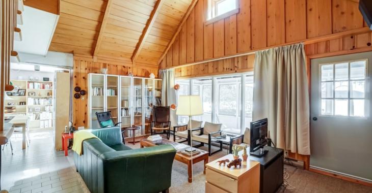 Sympathique maison de campagne de 289 900 $ située au bord d'un lac