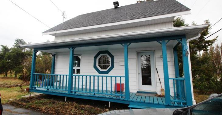 Charmant et lumineux cottage au style d'antan sur un terrain boisé de 23 004 pi² à vendre pour 132 000$