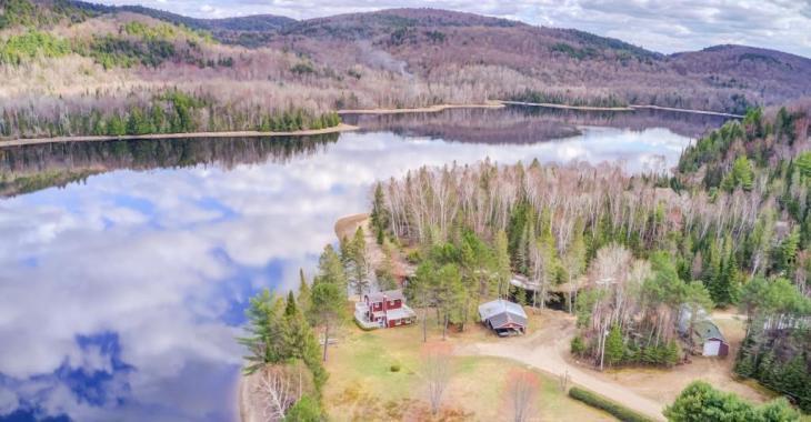 3 720 006 pi² de sérénité absolue dans les Laurentides: la propriété parfaite pour s'isoler en pleine nature!