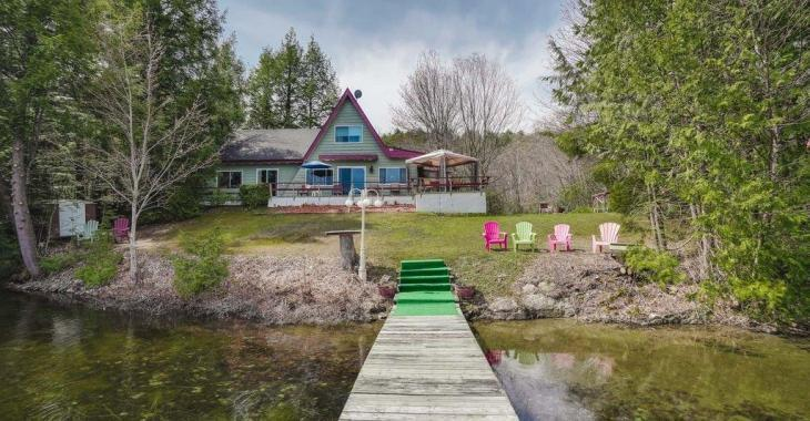 Paradis 4 saisons vendu meublé! 5 chambres, 2 salles de bain, de l'équipement nautique: profitez des lieux dès votre arrivée!