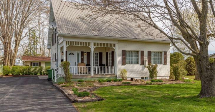 Impeccable propriété de 289 000 $ vous offrant 4 chambres à coucher et un intérieur chaleureux