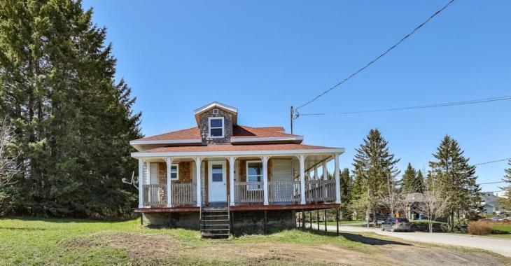 Chaleureux cottage de 3 chambres abondamment rénové à vous pour 99 000$