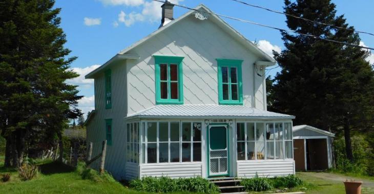 Coquette petite maison champêtre de 3 chambres à vendre pour 55 000$