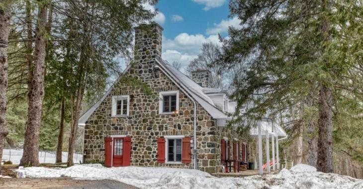 Superbe maison canadienne avec vue sur la montagne à seulement une heure de Montréal