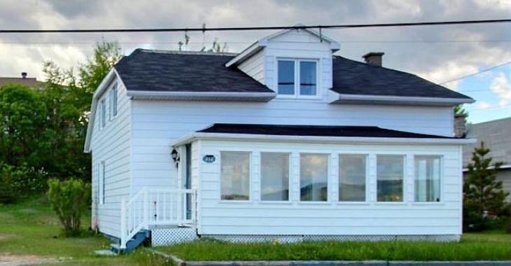 Résidence de 5 chambres face au fleuve dans la belle région de Charlevoix à vendre pour 99 500$