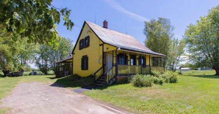 Grands espaces, tranquillité, voisins éloignés: optez pour le bonheur champêtre dans cette mignonne centenaire à 99 500$